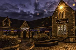 Картинки Англия Дома В ночи Уличные фонари Кустов Stafford Города