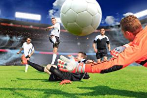 Фотографии Футбол Мужчины Мяч Руки Прыжок