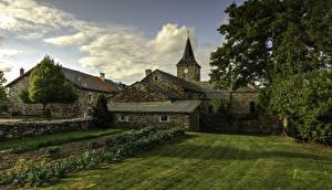 Фото Франция Здания Газон Moudeyres Auvergne Города
