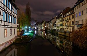 Картинка Франция Страсбург Здания Водный канал Ночные Уличные фонари