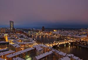 Обои Франкфурт-на-Майне Германия Здания Река Мосты Зима Крыша Ночь Снег город