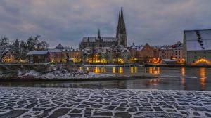 Картинка Германия Дома Речка Вечер Зима Бавария Regensburg Города