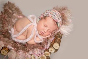 Фотографии Грудной ребёнок Спит Шапки Дети