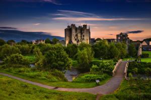 Картинки Ирландия Замки Вечер Мосты Деревья Trim Castle Города