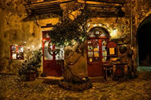 Фото Италия Дома Уличные фонари Гирлянда Двери Ночные Calcata Города