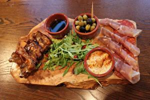 Фотография Мясные продукты Ветчина Оливки Колбаса Пища
