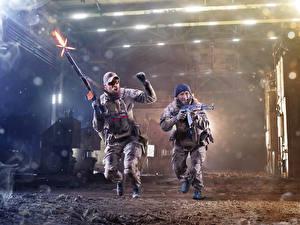 Фотография Мужчины Солдаты Автоматы 2 Бег Выстрел