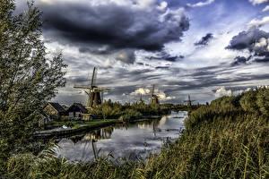 Фото Нидерланды Речка Небо Мельница Облака Трава Kinderdijk Природа