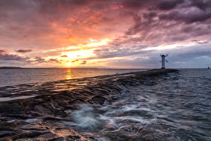 Картинка Польша Море Рассветы и закаты Маяки Небо