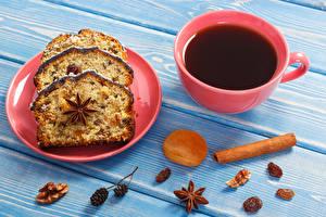 Фотографии Кекс Корица Бадьян звезда аниса Чай Изюм Орехи Доски Тарелка Чашка Продукты питания
