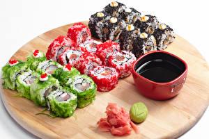 Картинки Морепродукты Суши Разделочная доска Соевый соус Еда