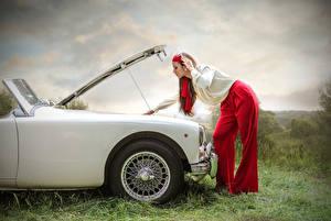 Фотографии Сбоку Девушки Автомобили