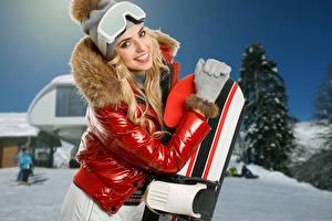 Обои Сноуборд Зимние Блондинка Улыбка Очки Куртка Девушки Спорт