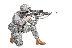 Обои Солдаты Военная каска Автоматы Белый фон Униформа