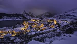 Обои Испания Зимние Горы Здания Снег Ночь Riano Castille and Leon