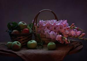 Фотография Натюрморт Яблоки Гладиолусы Корзина Розовый Цветы Еда
