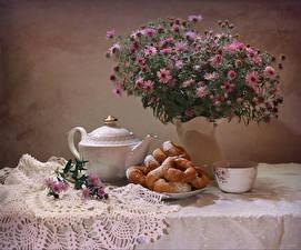 Фотографии Натюрморт Букеты Астры Пончики Чайник Чашка Цветы Еда