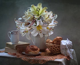 Картинки Натюрморт Букет Лилии Выпечка Булочки Кувшин Книга цветок Еда