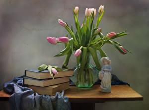 Обои Натюрморт Тюльпаны Скульптуры Ваза Книга Стол Цветы
