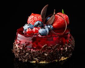 Фотографии Сладости Фрукты Черника Клубника Желе Шоколад Десерт На черном фоне Дизайн Пища