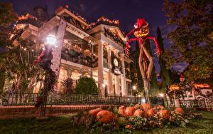 Фото Штаты Парки Диснейленд Здания Хеллоуин Тыква Калифорния Анахайм Ночные Уличные фонари Шапки