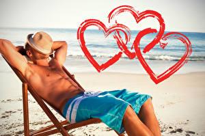 Фотографии День всех влюблённых Побережье Мужчины Шляпа Сердце Шорты