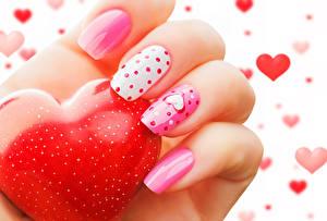 Фотографии День всех влюблённых Пальцы Вблизи Маникюр Сердечко