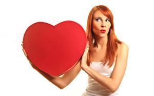Картинка День всех влюблённых Сердечко Рыжая Белый фон Девушки