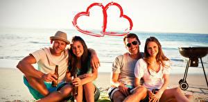 Обои День всех влюблённых Праздники Мужчины Любовь Улыбка Сердце Очки Шляпа Девушки