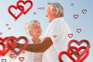 Фото День святого Валентина Мужчины Любовь Двое Сердечко Улыбка Старуха Пожилой мужчина