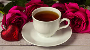 Картинки День всех влюблённых Чай Розы Чашка Сердечко Красный Блюдце Пища