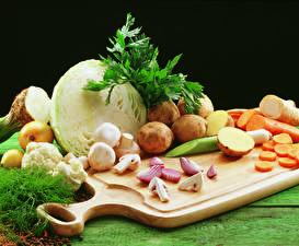 Обои Овощи Капуста Картошка Грибы Разделочная доска