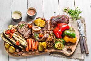 Обои Овощи Мясные продукты Перец Морковь Доски Разделочная доска