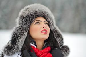 Фотографии Зимние Лицо Шапки Девушки