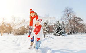 Картинки Зимние Девочки Снег Шапки Шарф Улыбка