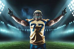 Картинки Американский футбол Мужчины Шлем Униформа Руки Перчатки Спорт