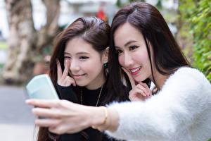 Фото Азиаты 2 Улыбка Селфи Красивые Шатенка Девушки
