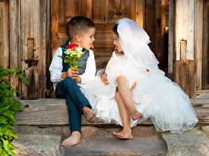 Картинка Букеты Двое Мальчишки Девочка Невесты Жених Языком ребёнок