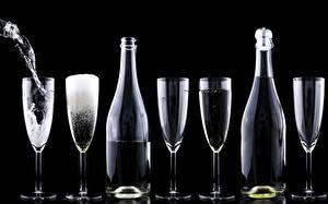 Картинки Шампанское Бокалы Бутылка Черный фон Еда