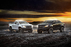 Фотографии Chevrolet Дождь 2 Пикап кузов В грязи Colorado ZR2  Midnight Crew Cab, Colorado ZR2 Dusk Extended Cab автомобиль