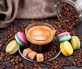 Картинки Кофе Чашка Зерна Макарон Сахар Продукты питания