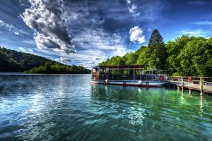 Фото Хорватия Озеро Пирсы Леса Речные суда Nationalpark Plitvicer Seen Природа