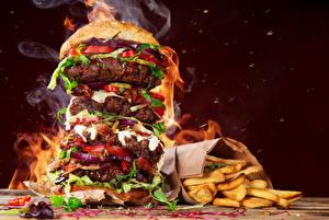 Фотография Фастфуд Гамбургер Картофель фри Овощи Мясные продукты Пары Пища
