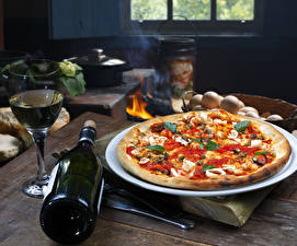 Обои Быстрое питание Пицца Вино Бутылка Бокалы Еда
