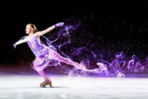Фото Коньках Девочки Танцует Лед Рука ребёнок Спорт