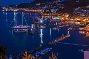 Картинки Италия Здания Пирсы Корабли Парусные Залив Ночные Lacco Ameno