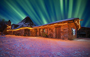 Картинки Италия Дома Зимние Северное сияние Электрическая гирлянда Снеге Ночные Sardinia Города