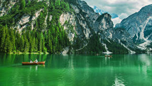 Картинки Италия Озеро Лодки Утес Ель Pragser Wildsee Природа