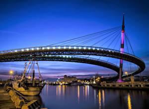 Картинка Италия Речка Мосты Причалы Вечер Уличные фонари Pescara Abruzzo Города