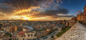Фотографии Италия Рассветы и закаты Дома Небо Облака Лучи света Cagliari Города
